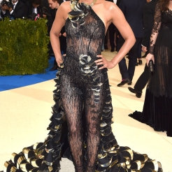 "NEW YORK, NY - MAY 01: Halle Berry attends the ""Rei Kawakubo/Comme des Garcons: Art Of The In-Between"" Costume Institute Gala at Metropolitan Museum of Art on May 1, 2017 in New York City. (Photo by Kevin Mazur/WireImage)"