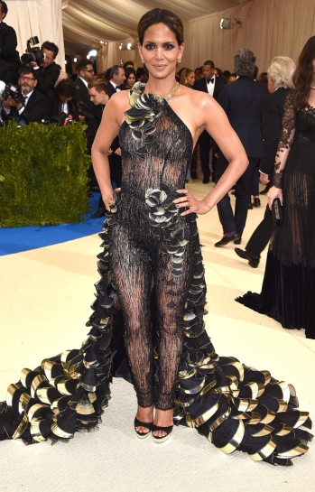 """NEW YORK, NY - MAY 01: Halle Berry attends the """"Rei Kawakubo/Comme des Garcons: Art Of The In-Between"""" Costume Institute Gala at Metropolitan Museum of Art on May 1, 2017 in New York City. (Photo by Kevin Mazur/WireImage)"""