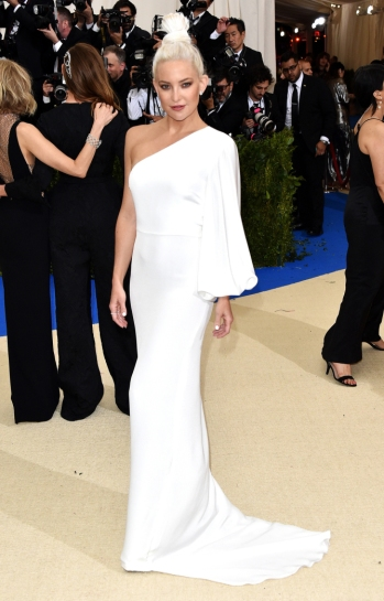 """NEW YORK, NY - MAY 01: Actress Kate Hudson attends """"Rei Kawakubo/Comme des Garcons: Art Of The In-Between"""" Costume Institute Gala at Metropolitan Museum of Art on May 1, 2017 in New York City. (Photo by John Shearer/Getty Images)"""