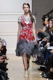 hbz-fw207-trends-feathers-06-jw-anderson-rf17-1401
