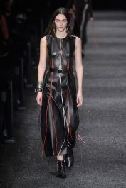 hbz-fw207-trends-leather-02-mcqueen-rf17-1647
