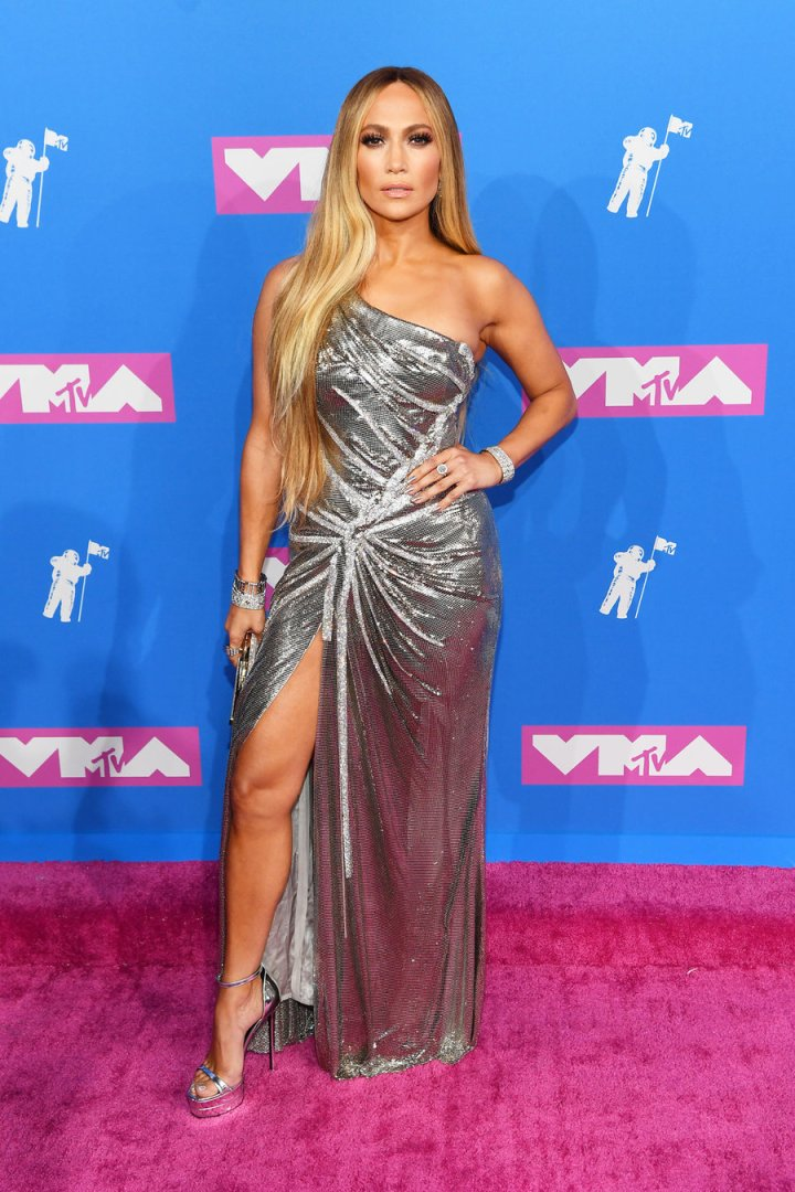 The Must See Outfits from Last Night's VMAs